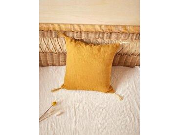 Coussin gaze de coton et pompons dorés caramel