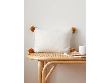 Housse de coussin tricot à pompons ivoire pompons caramel