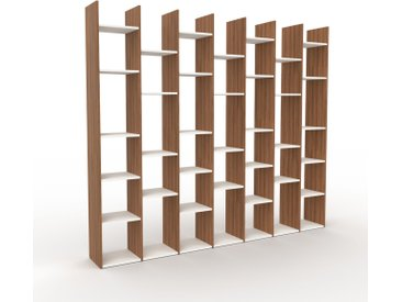 Bibliothèque - Noyer, design, étagère pour livres, sophistiquée, ouverte et fonctionelle - 272 x 233 x 35 cm, personnalisable