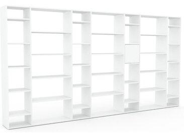 Bibliothèque - Blanc, pièce de caractère, rangements raffiné, avec porte Blanc - 380 x 195 x 35 cm, configurable