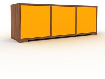 Buffet bas - Noyer, pièce de caractère, rangements bas de luxe, avec porte Jaune - 118 x 43 x 35 cm, personnalisable