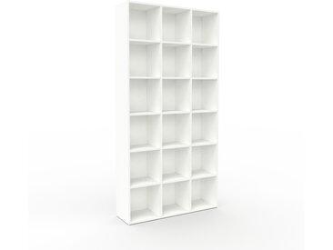 Bibliothèque - Blanc, design, étagère pour livres, sophistiquée, ouverte et fonctionelle - 118 x 233 x 35 cm, personnalisable