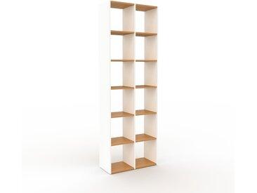 Bibliothèque - Blanc, design, étagère pour livres, sophistiquée, ouverte et fonctionelle - 79 x 233 x 35 cm, personnalisable