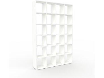 Bibliothèque - blanc, design, étagère pour livres, sophistiquée, ouverte et fonctionelle - 156 x 233 x 35 cm, personnalisable