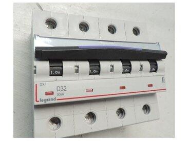 Disjoncteur 32A 4P courbe D 50kA 6M 400V bornes à vis DX3 LEGRAND 410229