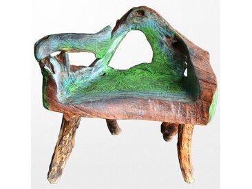 Ravissante chaise en bois brut aux couleurs verdoyantes