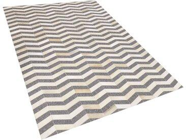 Tapis gris et beige motif zigzag en peau de vache et tissu 140 x 200 cm