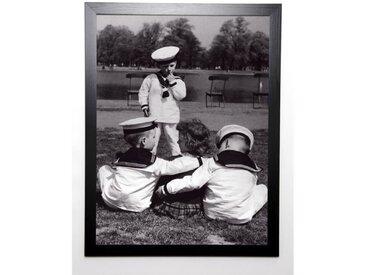 PHOTOGRAPHIE COLLECTION Image encadrée les trois matelots 57x77 cm Gris