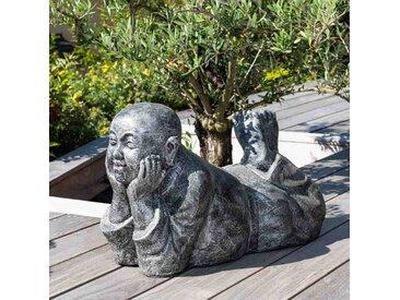 Statue moine allongé patiné gris