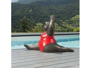 Sculpture de grosse femme en rouge