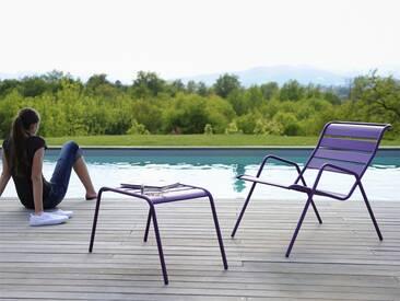 Repose pieds / table basse FERMOB empilable acier aubergine MONCEAU