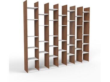 Bibliothèque en noyer, bois massif, aspect intemporel et naturel, étagère pour livres de qualité, solide et robuste - 272 x 233 x 35 cm