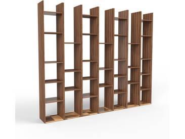 Étagère en noyer, bois massif, aspect naturel et chaleureux, rangements de qualité - 272 x 233 x 35 cm, modulable