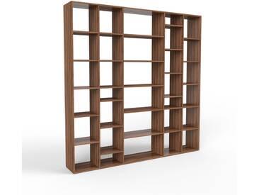 Bibliothèque en noyer, bois massif, aspect intemporel et naturel, étagère pour livres de qualité, solide et robuste - 231 x 233 x 35 cm