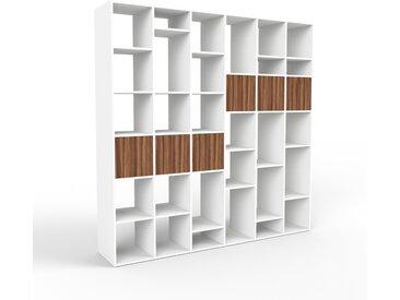 Système d'étagère - blanc, modulable, rangements, avec porte noyer - 233 x 233 x 47 cm